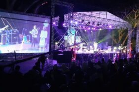 Ratusan penonton memadati lokasi Reyog Jazz Ponorogo di Telaga Ngebel, Sabtu (12/10/2019). (Madiunpos.com-Abdul Jalil)