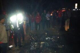 Kondisi sepeda motor yang terbakar di Jalan Raya Madiun-Surabaya, Desa Sugihwaras, Saradan, Madiun, Sabtu (12/10/2019). (Istimewa-Polres Madiun)