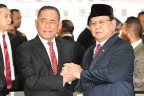 Ryamizard Ryacudu dan Prabowo Subianto. (Antara/M. Risyal Hidayat)