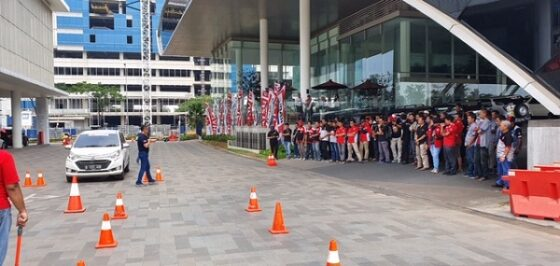 Suasana praktek judgement ability test Daihatsu> Radial di Outlet Astra Daihatsu Bizz Center BSD. (Istimewa)
