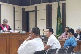 Ajudan bupati Kudus Uka Wisnu Sejati diperiksa hakim sebagai saksi dalam sidang di Pengadilan Tipikor Semarang, Senin (21/10/2019). (Antara-I.C. Senjaya)