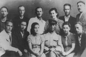 Orang Yahudi yang selamat dari pemberontakan di Sobibor, Polandia, 1943. (Nationalww2museum.org)