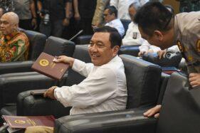 Kepala BIN Budi Gunawan bersiap mengikuti rapat koordinasi di Ruang Delegasi, Gedung Nusantara V, Kompleks Parlemen, Jakarta, Selasa (15/10/2019). (Antara-Galih Pradipta)