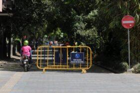 Pengendara sepeda motor menerobos barikade saat melintasi city walk, Jl. Slamet Riyadi, Solo, Rabu (15/8/2018). (Solopos-Nicolous Irawan)