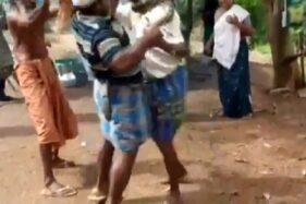 Aksi penyelamatan seorang pria India yang dililit ular piton. (Istimewa/Twitter)