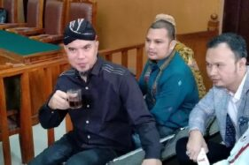 Ahmad Dhani bersama pengacara. (Okezone)