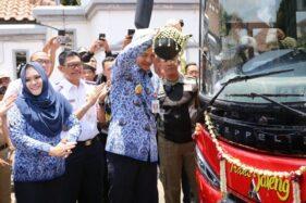 Gubernur Jawa Tengah Ganjar Pranowo meluncurkan BRT Transjateng Koridor III Semarang-Kendal, Senin (28/10/2019). (Antara-Humas Pemprov Jateng)