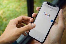 Ilustrasi logo Google pada Iphone. (Reuters)