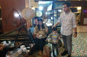 Gibran Rakabuming Raka dan Selvi Ananda menghadiri Festival Jajanan Tradisional The Sunan Hotel, Laweyan, Selasa (29/10/2019). (Solopos/Ichsan Kholif Rahman)