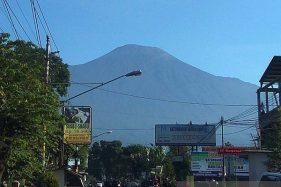 Panorama Gunung Slamet dari Desa Pandak, Kecamatan Baturraden, Kabupaten Banyumas, Jawa Tengah. (Antara-Sumarwoto)