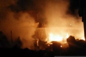 Kobaran api yang membakar Pasar Cilongok, Kabupaten Banyumas, Jawa Tengah, Jumat (18/10/2019) petang. (Antara-Sumarwoto)