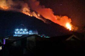 Kobaran api yang membakar kawasan hutan Gunung Petarangan, Desa Batur, Kecamatan Batur, Kabupaten Banjarnegara, Jawa Tengah. (Antara-Perhutani)