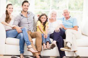 Hoaks Bikin Hubungan Keluarga Panas Dingin