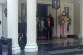 Ma'ruf Amin keluar dari rumahnya di Jl Situbondo, Menteng, Jakpus, Minggu (20/10/2019) siang. (Detik.com)