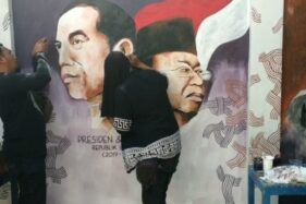Gambar Jokowi dan Ma'ruf Amin menghiasi tembok Kampung Gremet, Manahan, Solo, Jumat (18/10/2019). (Solopos/Ichsan Kholif Rahman)