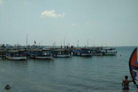 Sejumlah perahu wisata yang melayani penyeberangan menuju Pulau Panjang, Kabupaten Jepara, Jawa Tengah menunggu wisatawan, Kamis (10/10/2019). (Antara-Akhmad Nazaruddin Lathif)