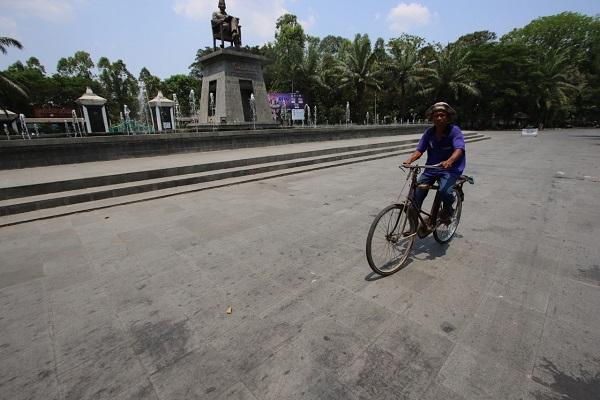Foto Hari Tanpa Bayangan di Kota Solo