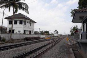 Ruas rel kereta api di kawasan Ledoksari Solo. (Solopos-Nicolous Irawan)