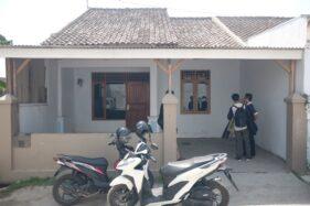 Suasana rumah kontrakan terduga jaringan teroris di Gang Apel Dusun Pokoh Baru, Desa Ngijo, Kecamatan Tasikmadu, Karanganyar, Sabtu (19/10/2019) pagi. (Solopos-Wahyu Prakoso)