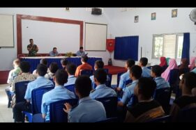 Para pengurus Rohis SMKN 2 Sragen dikumpulkan bersama orang tua mereka untuk mendapat pembinaan dari Kodim 0725/Sragen, Polres Sragen dan Disdik Jateng di aula sekolah setempat, Kamis (17/10/2019). (Istimewa - Joko Daryanto)