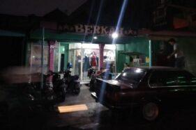 Aktivitas di salah satu wisma di kompleks prostitusi Sunan Kuning, Kota Semarang, Kamis (17/10/2019) malam. (Semarangpos.com-Imam Yuda S.)