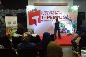 Manager Corporate Communication Jawa Bali, Erwin Kusumawan, membuka acara pengenalan program T-Perpus di Solo, Jumat (18/10/2019). (Solopos/Bayu Jatmiko Adi)