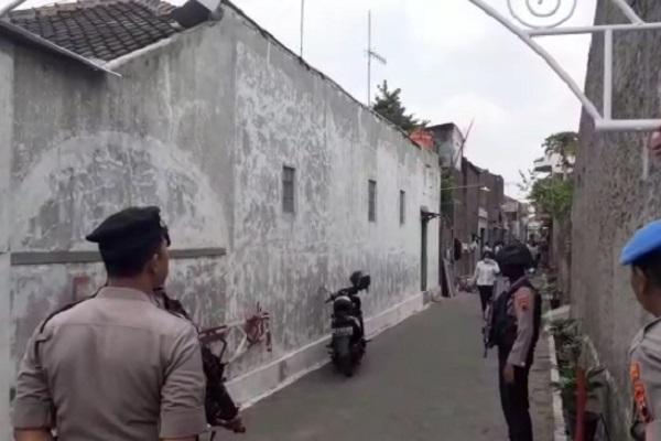 Densus 88 Geledah Rumah Terduga Teroris di Cemani Sukoharjo