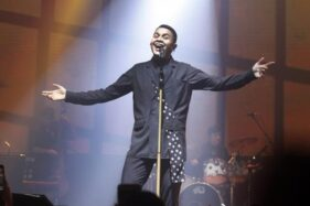 Tulus dalam acara Tur Sewindu Tulus di concert hall De Tjolomadoe, di Colomadu, Karanganyar. (Solopos/M. Ferri Setiawan)