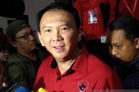 Basuki Tjahaja Purnama alias Ahok berseragam PDI Perjuangan di Semarang. (Antara-Wisnu Adhi)