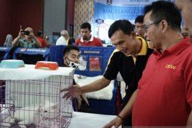 Sekda Kota Magelang Joko Budiyono (kanan) menghadiri kontes kucing Magelang Cat Show di Gedung Sasana Bumi Kyai Sepanjang, Kota Magelang, Jawa Tengah, Minggu (17/11/2019). (Antara-Humas Pemkot Magelang)