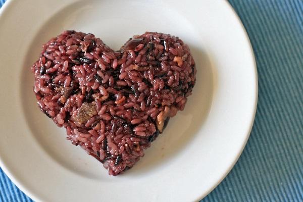 Nasi Merah Bantu Turunkan Berat Badan