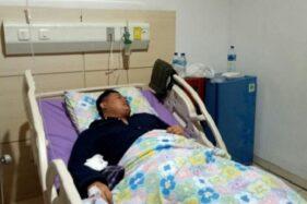 Ketua DPRD Cianjur, Jawa Barat, Ganjar Ramadhan mendapat pertolongan medis di RSUD Cianjur karena diduga mengalami keracunan, Senin (18/11/2019). (Suara.com/Ahmad Fikri)