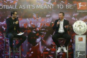 Lothar Matthaeus (kanan) saat mengunjungi Indonesia. (detik.com)