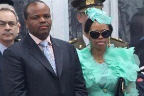 Raja Swaziland dan salah satu istrinya. (Newscom.au)