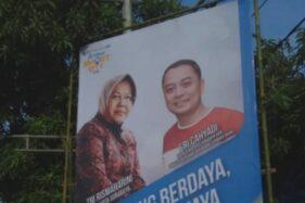 Banner berisi gambar Wali Kota Surabaya Tri Rismaharini dan Kepala Bappeko, Eri Cahyadi, sempat viral. (Antara)