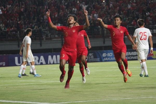 Para pemain Timnas Indonesia U-19 merayakan gol. (pssi.org)