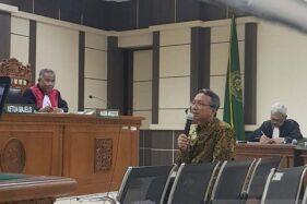 Akhmad Shofian, terdakwa penyuap bupati Kudus, Senin (11/11/2019), diperiksa dalam sidang di Pengadilan Tipikor Semarang, Jawa Tengah. (Antara-I.C. Senjaya)
