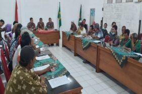 Warga terdampak limbah PT RUM beraudiensi dengan Dinas Lingkungan Hidup (DLH) Sukoharjo, Rabu (13/11/2019). (Solopos/Indah Septiyaning W.)