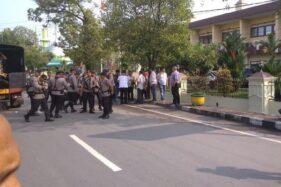 Lokasi di dekat bom bunuh diri di Mapolrestabes Medan, Rabu (13/11/2019). (Detik.com)