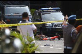 Polisi berjaga pascabom bunuh diri di Mapolrestabes Medan, Sumut, Rabu (13/11/2019). (Antara - Irsan Mulyadi)