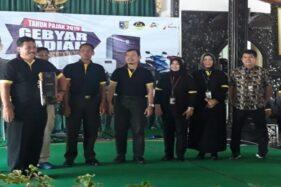 Kepala Cabang BP-Jamsostek Semarang Majapahit Imron Fatoni (paling kanan) tampil dalam sosialisasi bersamaan dengan Gebyar Hadiah Bagi Wajib Pajak Daerah Tahun Pajak 2019 di Pendapa Kabupaten Demak. (Antara-Humas BPJS Ketenagakerjaan)