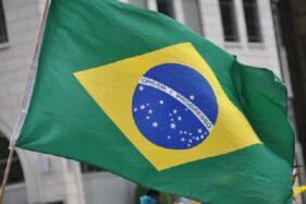 Bendera yang digunakan sejak Republik Brasil berdiri hingga kini. (Reuters)