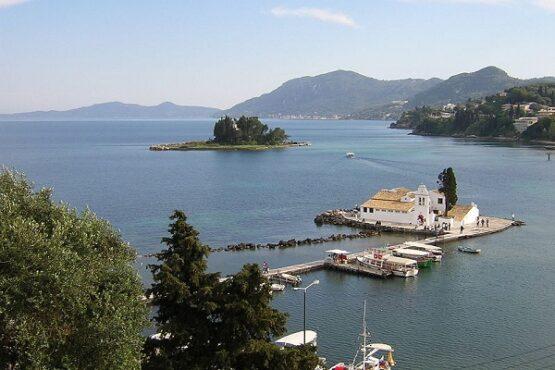 Panorama pantai di Pulau Corfu. (Wikimedia.org)