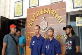 Tersangka pencurian sepeda motor, Andri Findra Putra, 21, (kedua dari kanan), di Satreskrim Polresta Solo, Kamis (21/11/2019) siang. (Solopos/Kurniawan)