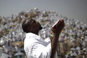 Ilustrasi orang berdoa. (Reuters-Ahmad Masood)