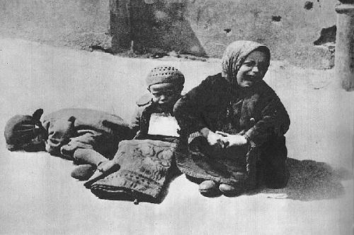 Anak-anak terlantar di Ghetto Warsawa. (Wikimedia.org)