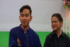 Ibu Negara Iriana Jokowi mendampingi putra sulungnya saat konferensi pers kelahiran cucu ketiganya di RS PKU Muhammadiyah, Solo, Jumat (15/11/2019). (Solopos TV)