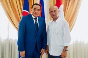 Plt. Bupati Jepara Dian Kristiandi berfoto bersama Duta Besar Kamboja Hor Nam Bora. (Antara)