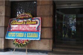Hanya 1 Karangan Bunga untuk Ahok di Pertamina, Netizen: Semangat Pak!