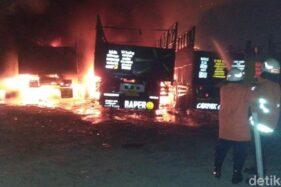Kebakaran Terjadi di Surabaya, Enam Truk Hangus Dilalap Api